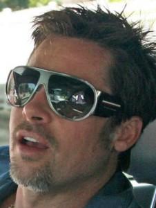 brad pitt DG2064 226x300 Portez les lunettes de soleil de vos stars préférées (pour vous messieurs)